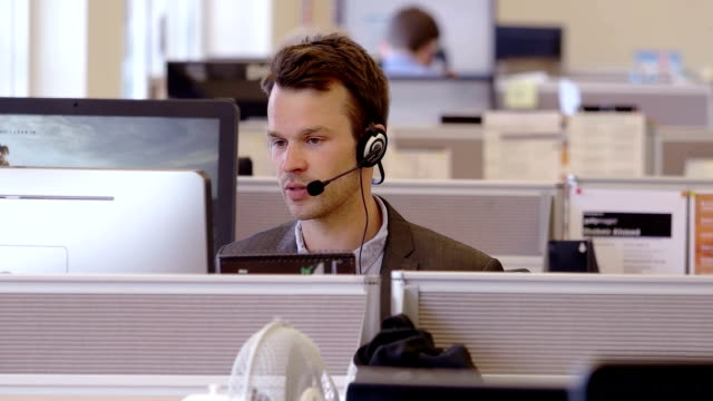 vídeos de stock, filmes e b-roll de call centre - call center