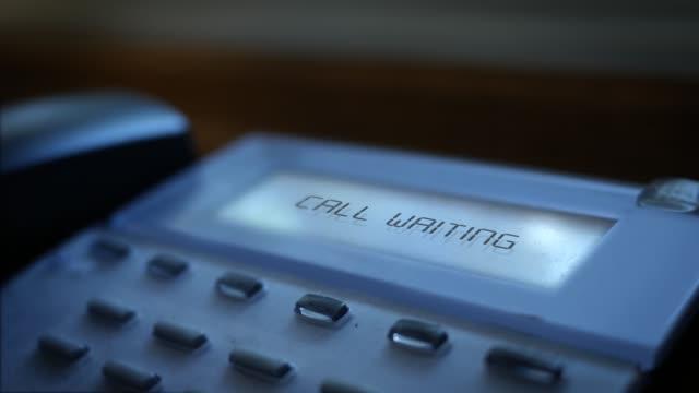 Call Waiting message on modern business landline system - vídeo