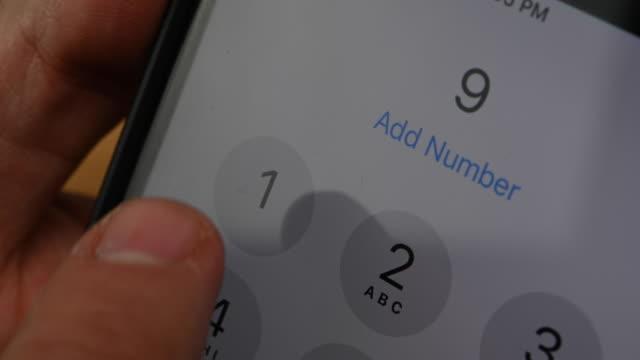 vidéos et rushes de appel du numéro d'urgence 911 - utiliser un téléphone
