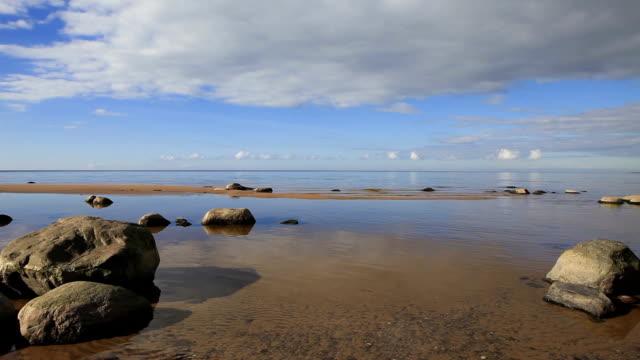 calma baltico spiaggia - lettonia video stock e b–roll