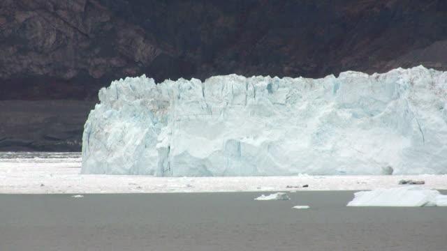 calving glacier - polarklimat bildbanksvideor och videomaterial från bakom kulisserna