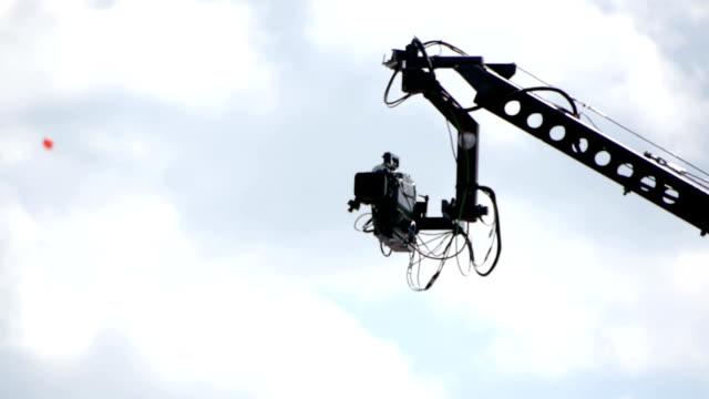 hd - tv camera crane - 起重機 個影片檔及 b 捲影像