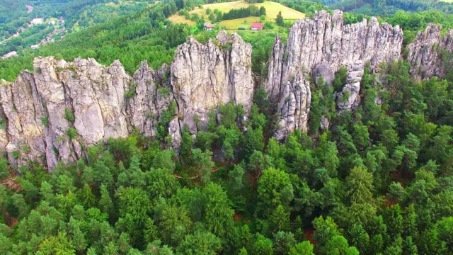 camera flight over mountain range. national park cesky raj near prague in czech republic. amazing place in central europe. - парапланеризм стоковые видео и кадры b-roll