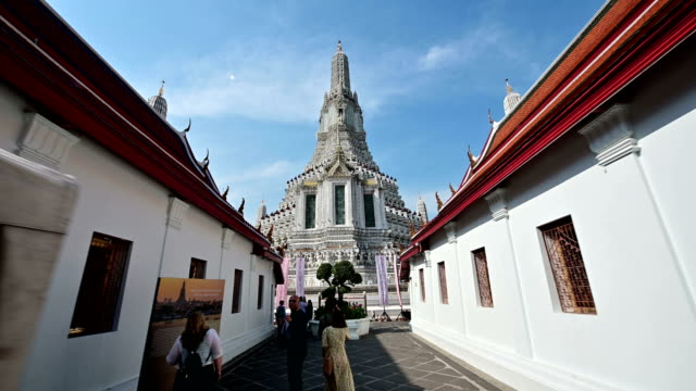 4K Camera moving to central pagoda at Wat Arun 4K Camera moving to central pagoda at Wat Arun. bangkok stock videos & royalty-free footage
