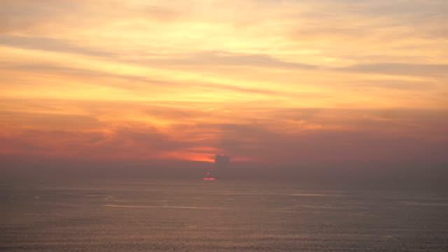 cameraman shooting sunset near seaside for romantic film - спокойная вода стоковые видео и кадры b-roll
