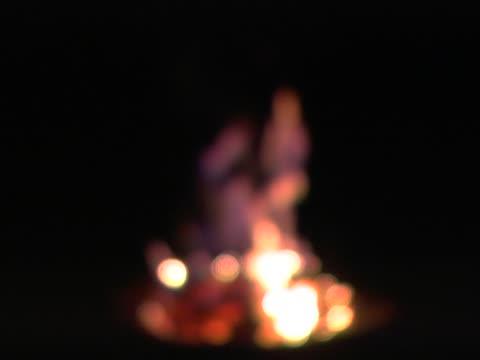 ognisko obozowe się skoncentrować - opis fizyczny filmów i materiałów b-roll