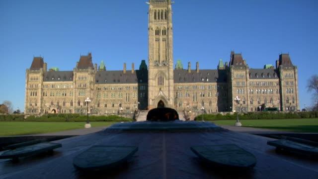 vídeos y material grabado en eventos de stock de edificios del parlamento canadiense - canadá