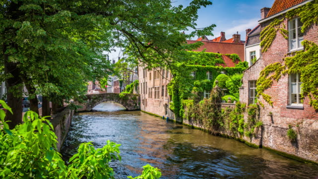canal in bruges, belgium - bruges video stock e b–roll