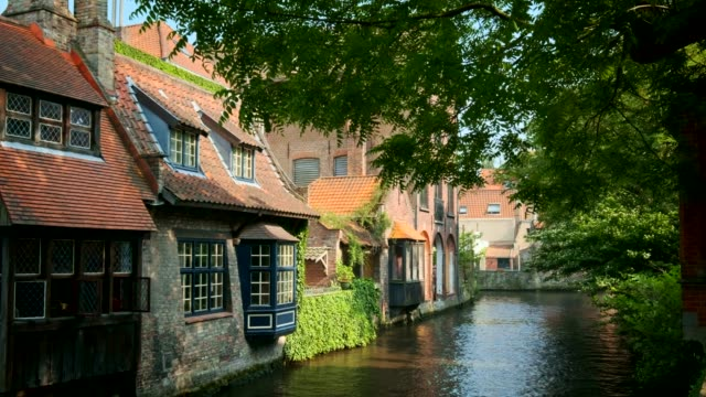 canale di bruges, belgio - bruges video stock e b–roll