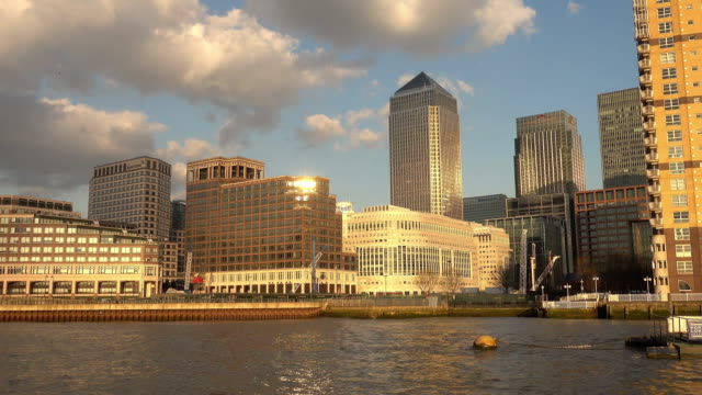 canary wharf skyline from river thames - inghilterra sud orientale video stock e b–roll