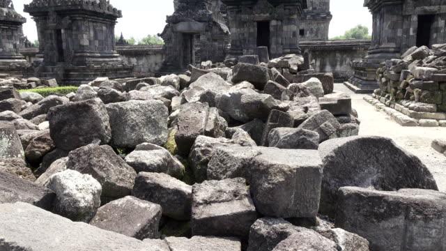 candi sewu tapınak kompleksi prambanan merkezi java, endonezya, - stupa stok videoları ve detay görüntü çekimi