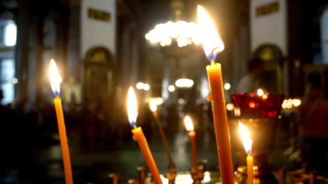 candle christian fire - верующий стоковые видео и кадры b-roll