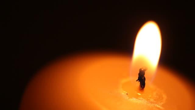 캔들-번개 - 촛불 조명 장비 스톡 비디오 및 b-롤 화면