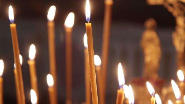 vidéos et rushes de bougie de foi - baptême