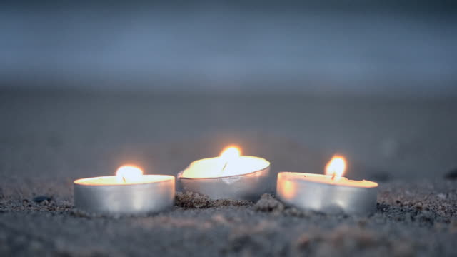 vídeos de stock e filmes b-roll de candles and sea - três objetos