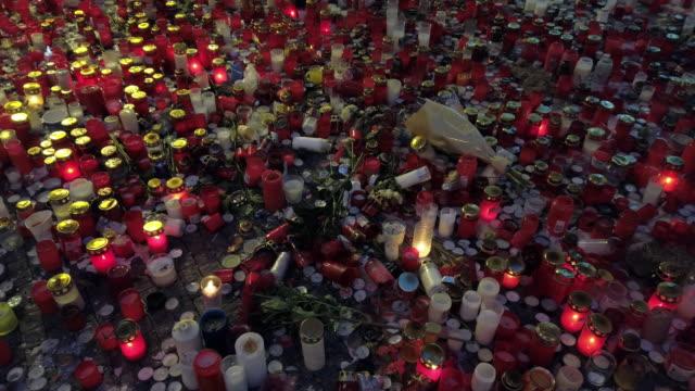ljus som brinner för offer för politiskt förtryck - minnesmärke bildbanksvideor och videomaterial från bakom kulisserna