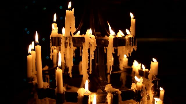 candles burning in the night - avize aydınlatma ürünleri stok videoları ve detay görüntü çekimi