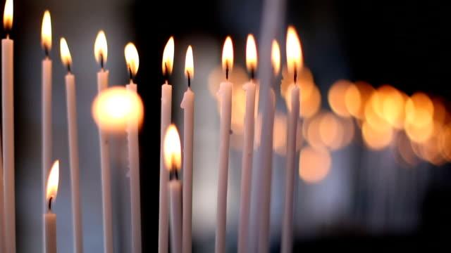 stockvideo's en b-roll-footage met kaarsen - kerk
