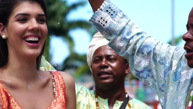 女性を祝福カンドンブレ グループ - 幸運点の映像素材/bロール