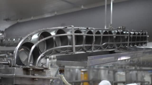 dose  - aluminium stock-videos und b-roll-filmmaterial