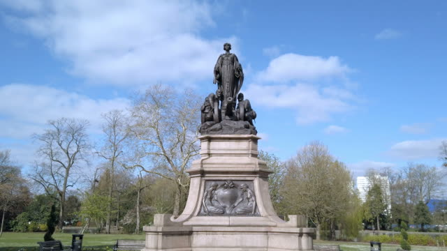 Canon Hill Park, Birmingham, Memorial. Tracking shot of the 1906 Boer War Memorial in Canon Hill Park, Birmingham, England. statue stock videos & royalty-free footage