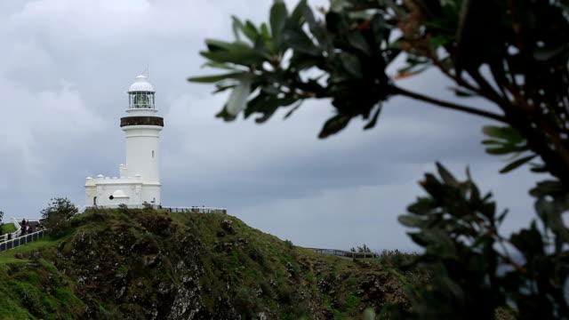 cape byron lighthouse in byron bay, australia - 州立公園 個影片檔及 b 捲影像