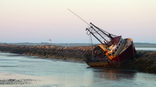cape cod shipwreck - кораблекрушение стоковые видео и кадры b-roll