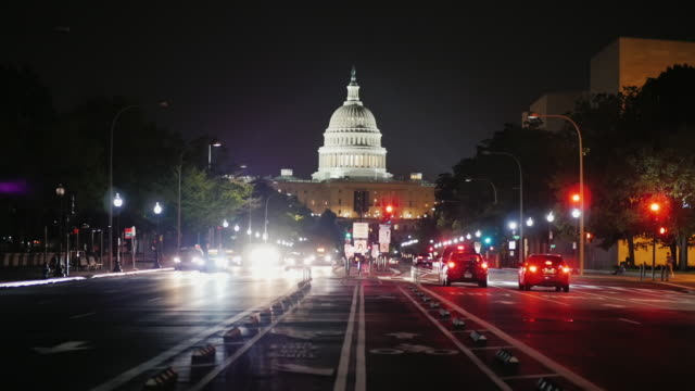 capitol at night, traffic machines. view from from pennsylvania avenue. washington, dc - capitello video stock e b–roll