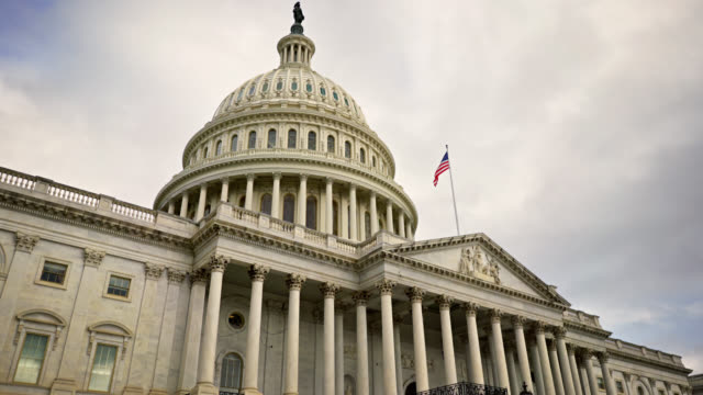u.s. capitol building washington, district of columbia - democrazia video stock e b–roll