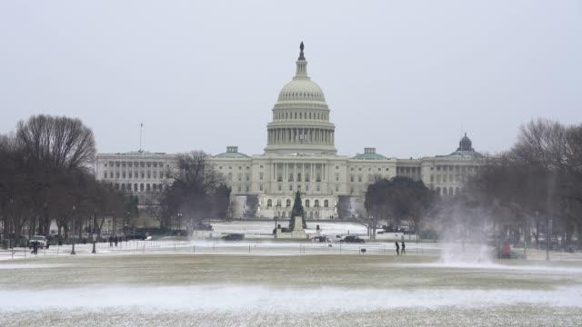 冬にワシントン dc のアメリカ合衆国議会議事堂 - 柱頭点の映像素材/bロール