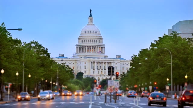 capitol tramonto pennsylvania avenue congressi washington dc - democrazia video stock e b–roll