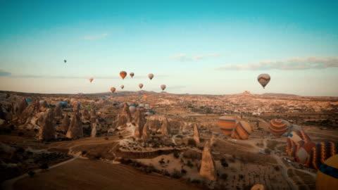 vídeos y material grabado en eventos de stock de capadocia, vuelo en globo - turismo vacaciones