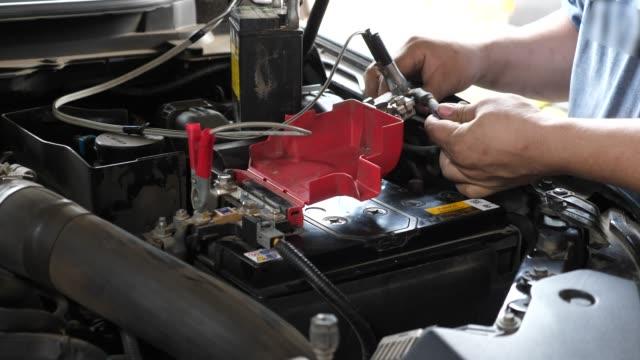 bil batteriunderhåll - verkstad bildbanksvideor och videomaterial från bakom kulisserna