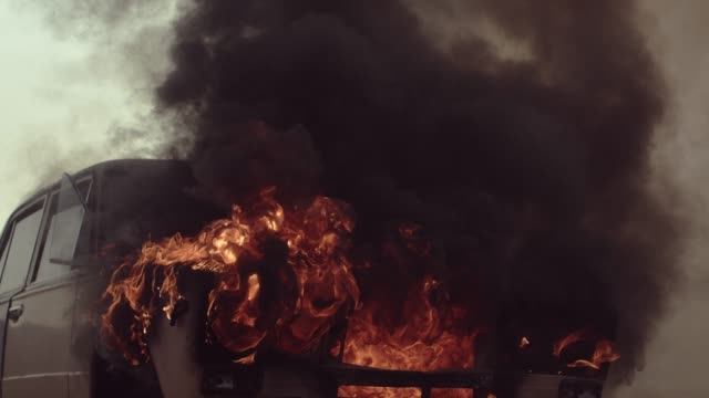 car burns on road. - ribellione video stock e b–roll