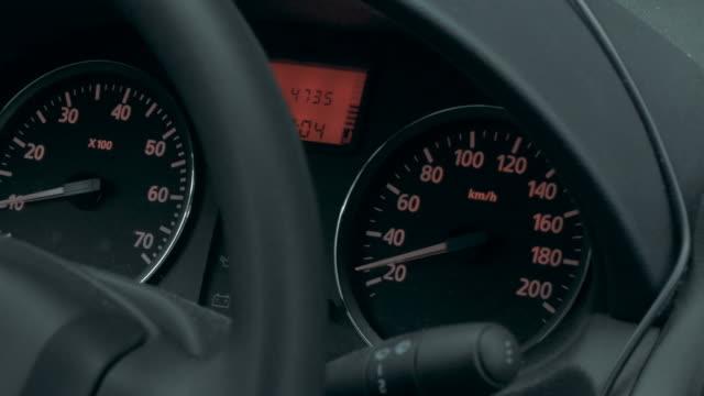 deska rozdzielcza samochodu z małej prędkości przedstawionym - ster fragment pojazdu filmów i materiałów b-roll