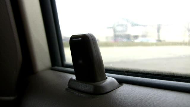 car door lock in motion, close-up, hd - lås bildbanksvideor och videomaterial från bakom kulisserna
