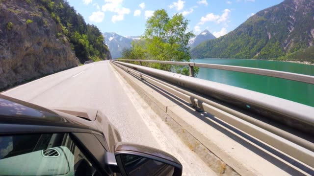 호수 achensee, 오스트리아와 함께 운전 하는 자동차 pov: - 티롤 주 스톡 비디오 및 b-롤 화면