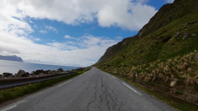 POV Autofahren auf den Lofoten: Sommerstraßen – Video