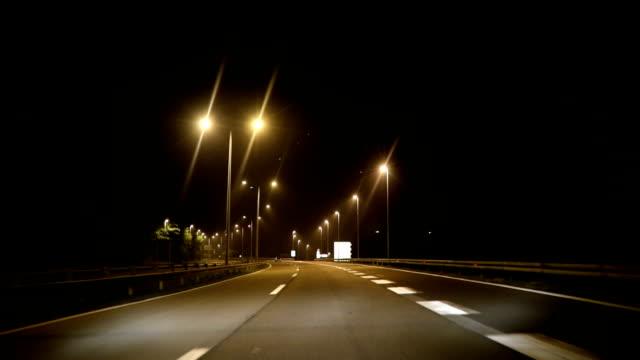 pov高速道路夜間走行車 - 街灯点の映像素材/bロール