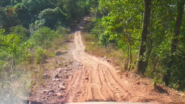 Auto rijden door landweg video