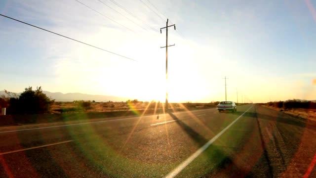 auto fahren auf einer einsamen straße - vorbeigehen stock-videos und b-roll-filmmaterial