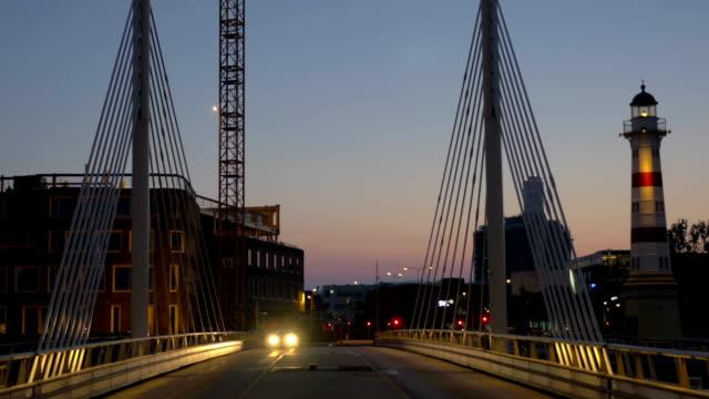 bil som kör över bron på natten - dansk kultur bildbanksvideor och videomaterial från bakom kulisserna