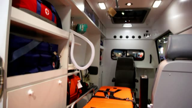 noleggio veloce all'interno dal soffitto al pavimento e le braccia - soffitto video stock e b–roll