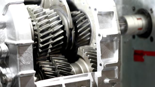 vidéos et rushes de boîte de vitesses de voiture - rouage mécanisme