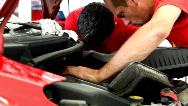 Car mechanics at work. video