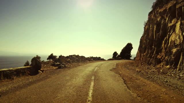 onboard camera car sulle strade di montagna pericolose - passo montano video stock e b–roll