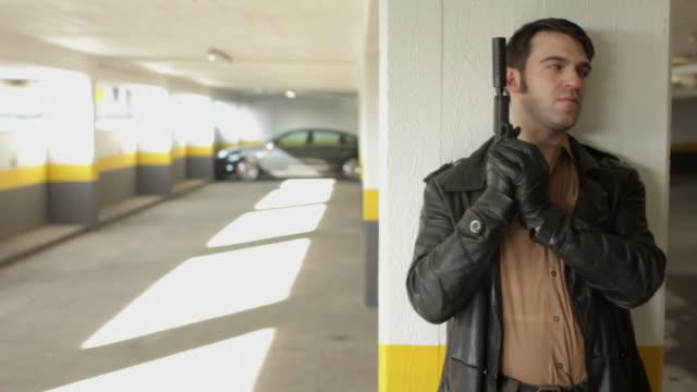dolly: car park ambush - kriminell bildbanksvideor och videomaterial från bakom kulisserna