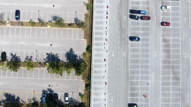 stockvideo's en b-roll-footage met auto parkeren - parkeren