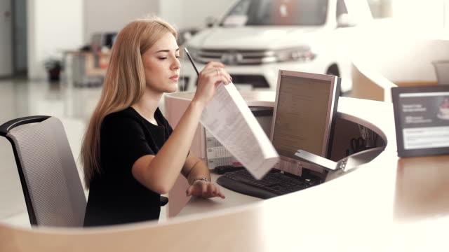 Asistente de alquiler de coche - vídeo
