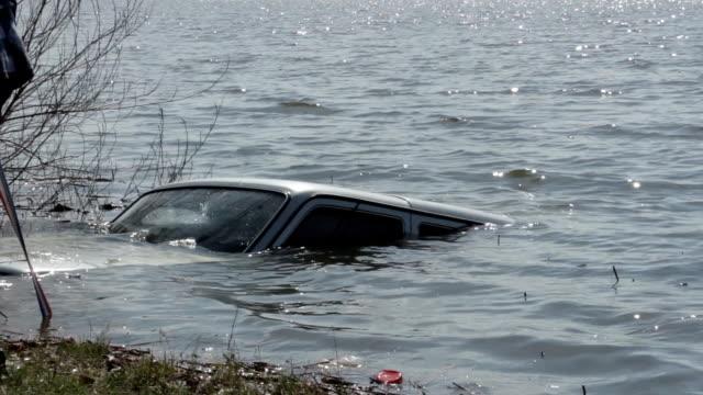 Car sank in the lake video
